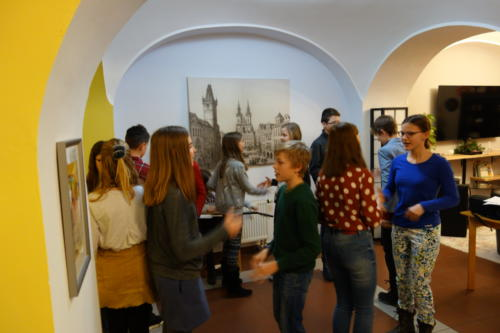 Setkání se studenty Arcibiskupského gymnázia: Zpívání a hraní v DPS Týnská - 29. 1. 2019